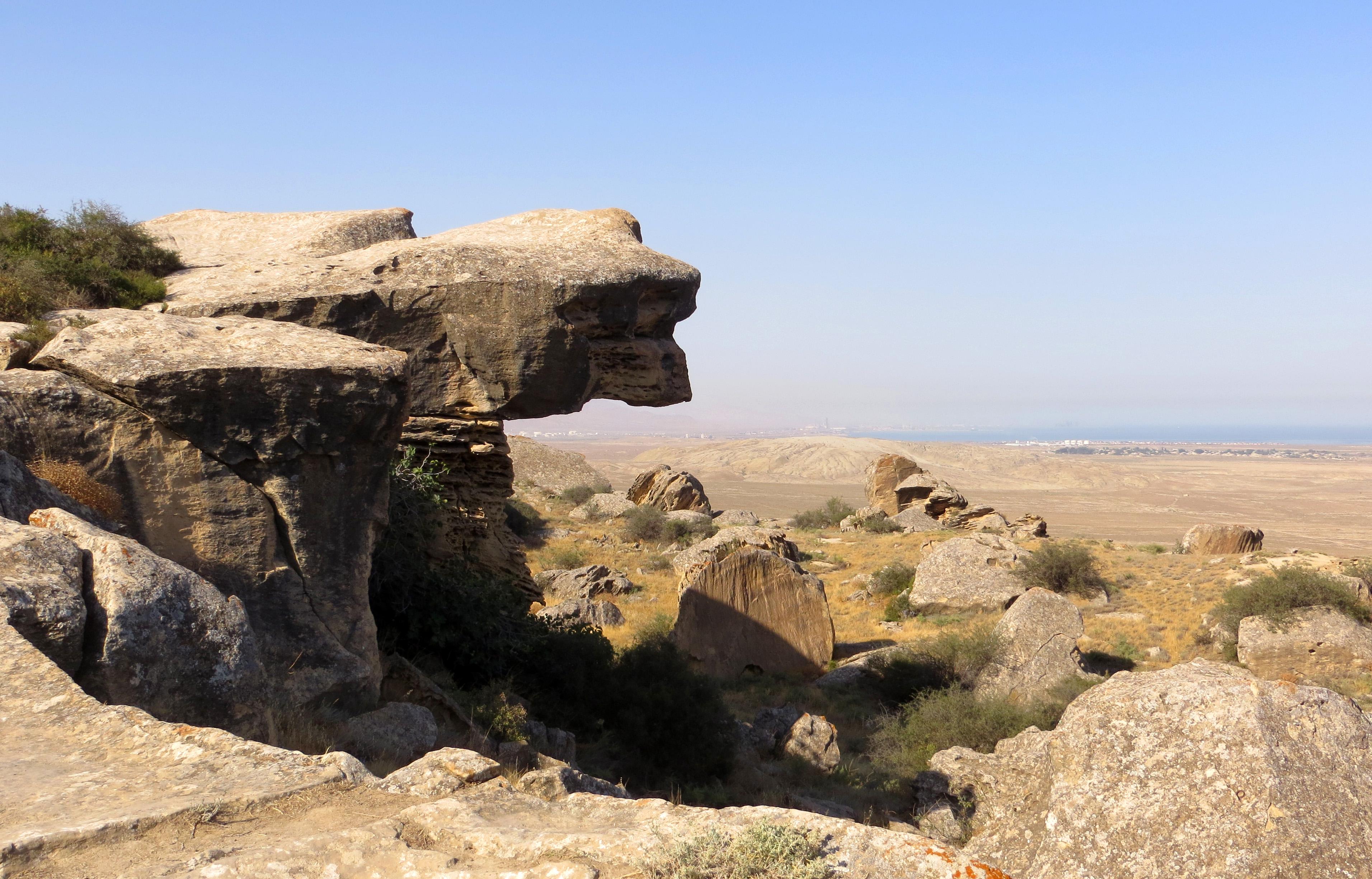 Gobustan Rock Art Cultural Landscape – sito UNESCO con testimonianze di incisioni rupestri di 40.000 anni fa, presso Gobustan State Reserve, Azerbaijan ph. PaN